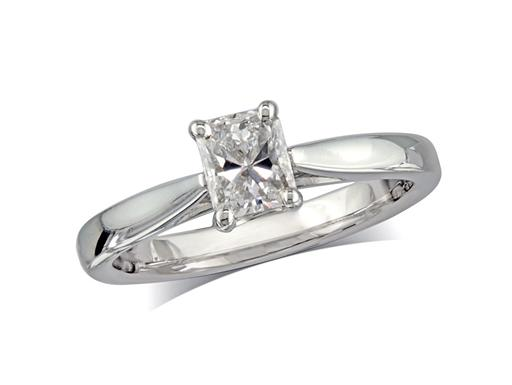 Platinum set single stone diamond engagement ring, with a certificated phoenix cut, in a four claw setting. Perfect fit with a wedding ring.